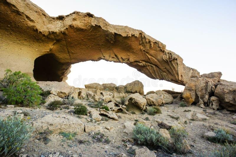 Arco natural en el desierto imagen de archivo libre de regalías