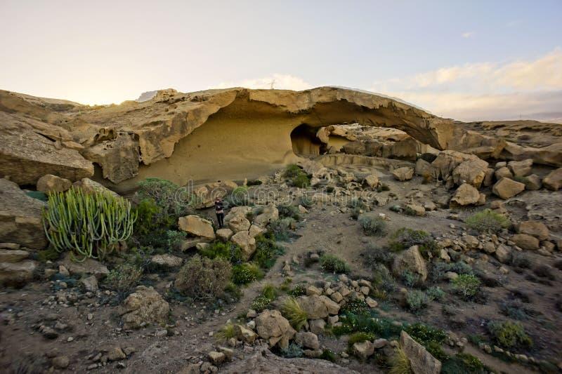 Arco natural en el desierto imagenes de archivo