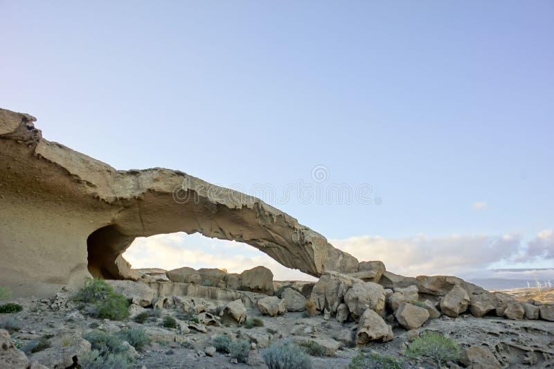 Arco natural en el desierto foto de archivo