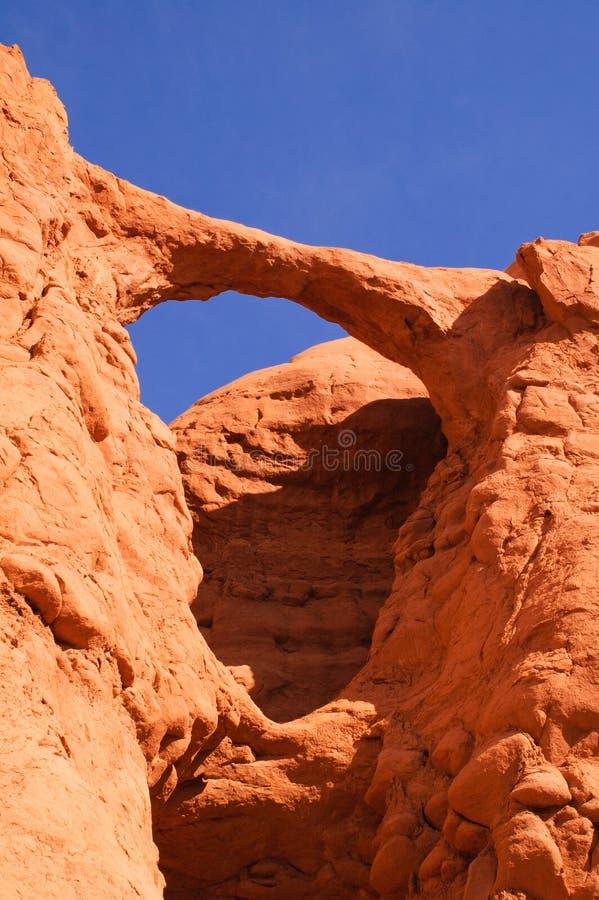 Download Arco naturale fotografia stock. Immagine di montagne - 30826016