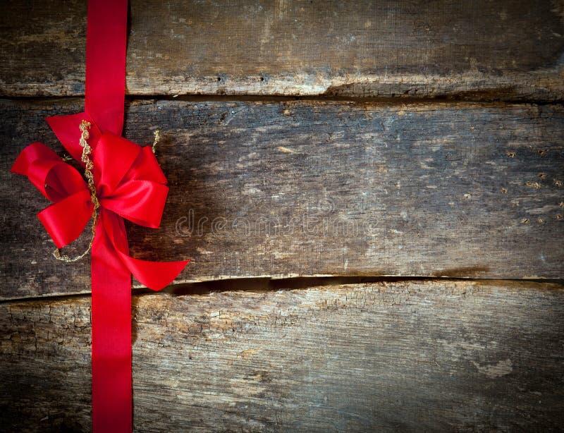 Arco rojo festivo para una tarjeta de Navidad foto de archivo