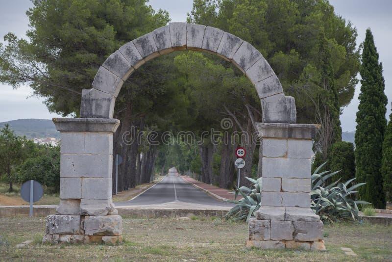 Download Arco romano fotografia stock. Immagine di costruzioni - 56879098