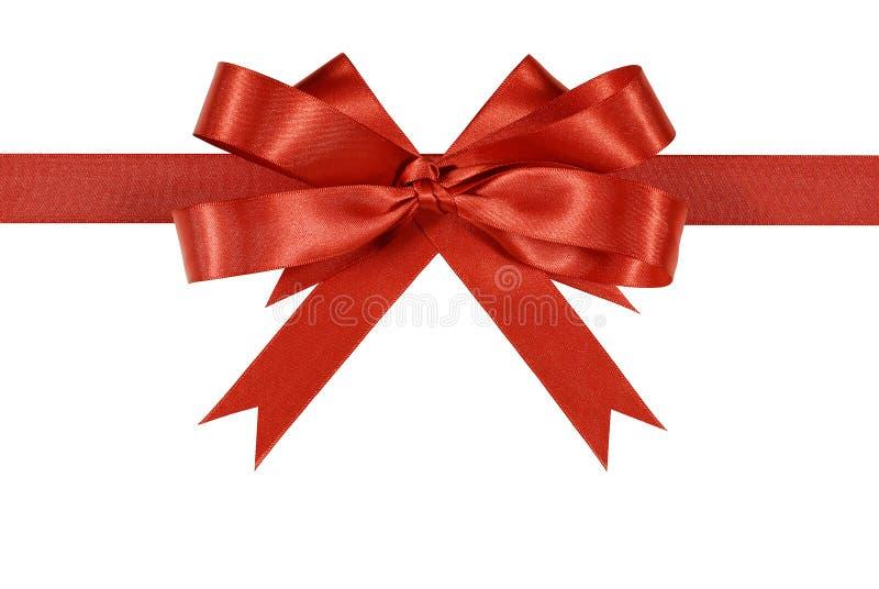 Arco rosso del nastro del regalo del raso o orizzontale diritto della rosetta isolato su fondo bianco fotografia stock