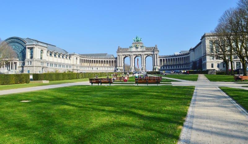 Arco trionfale nel parco di Cinquantenaire, Brussel, Belgio Jubelpark, parco di giubileo immagini stock libere da diritti