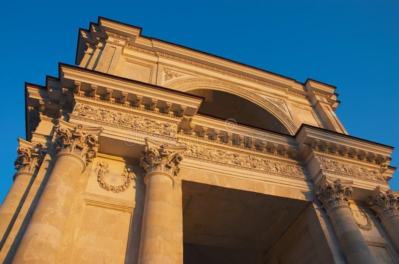 Arco triunfal en Chisinau imagenes de archivo