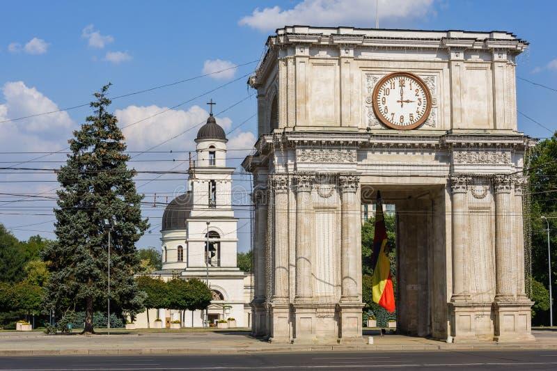 Arco triunfal en Chisinau, el Moldavia fotografía de archivo