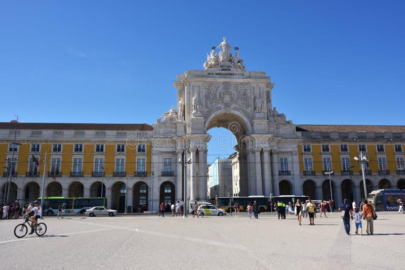 Arco triunfal en el cuadrado del comercio, Lisboa, Portugal fotos de archivo