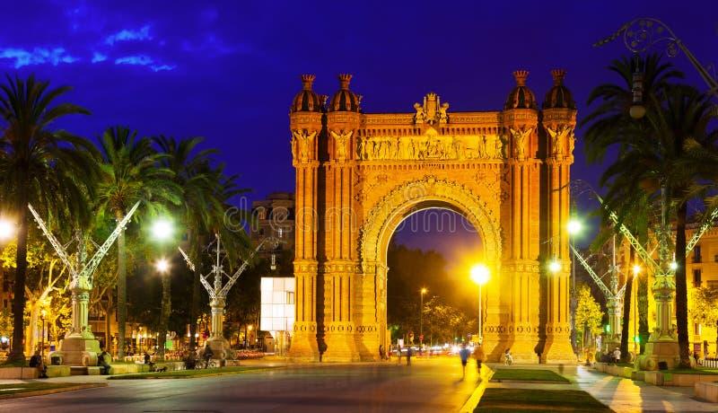 Arco triunfal na noite Barcelona foto de stock royalty free