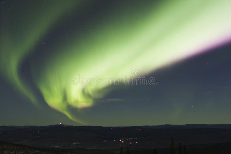 Arco variopinto dell'aurora boreale fotografia stock libera da diritti