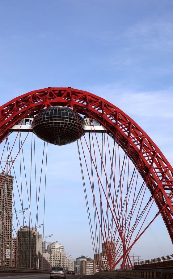 Arco vermelho de uma ponte de suspensão imagem de stock royalty free