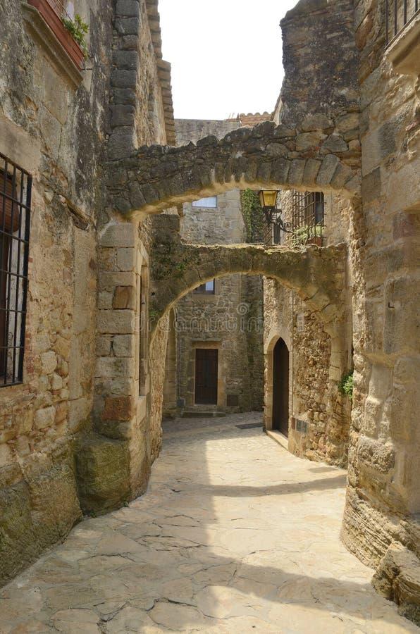 Arco in vicolo medievale immagini stock