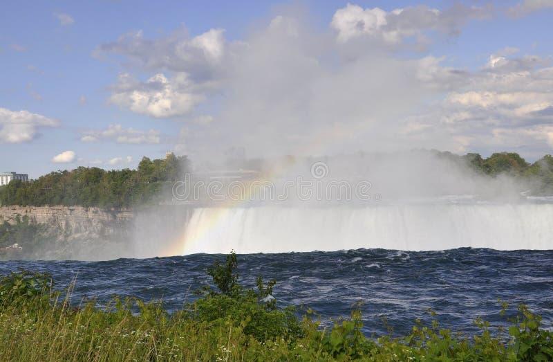 Arcobaleno al cascate del Niagara dalla provincia di Ontario nel Canada fotografia stock