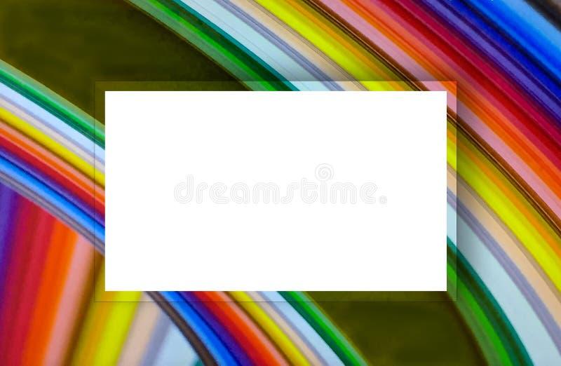 Arcobaleno astratto nel modello variopinto di turbinio con il centro bianco dell'etichetta immagine stock libera da diritti