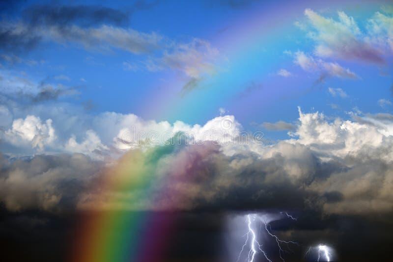 Arcobaleno in cielo fotografie stock libere da diritti