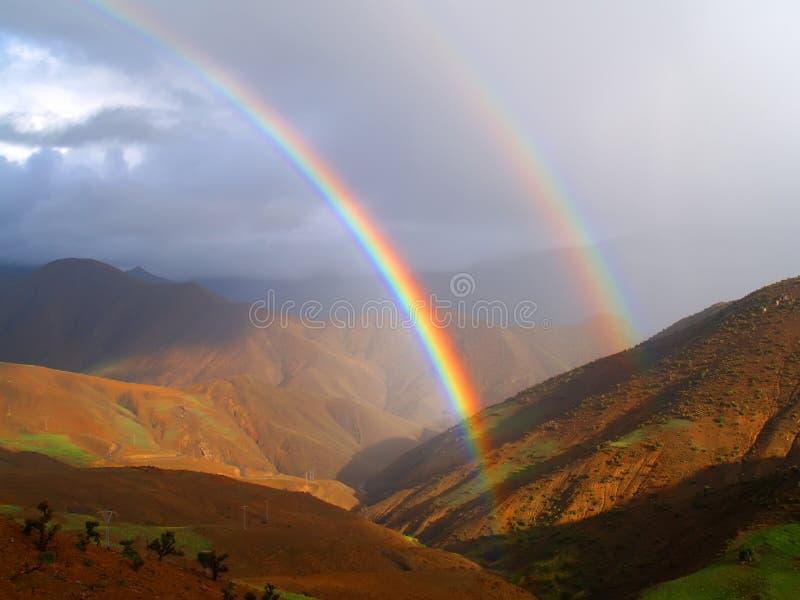 Arcobaleno della montagna fotografia stock