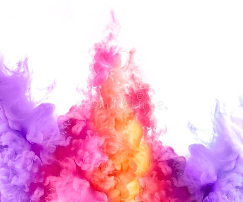 Arcobaleno di inchiostro in acqua Esplosione di colore Vernici la struttura immagini stock