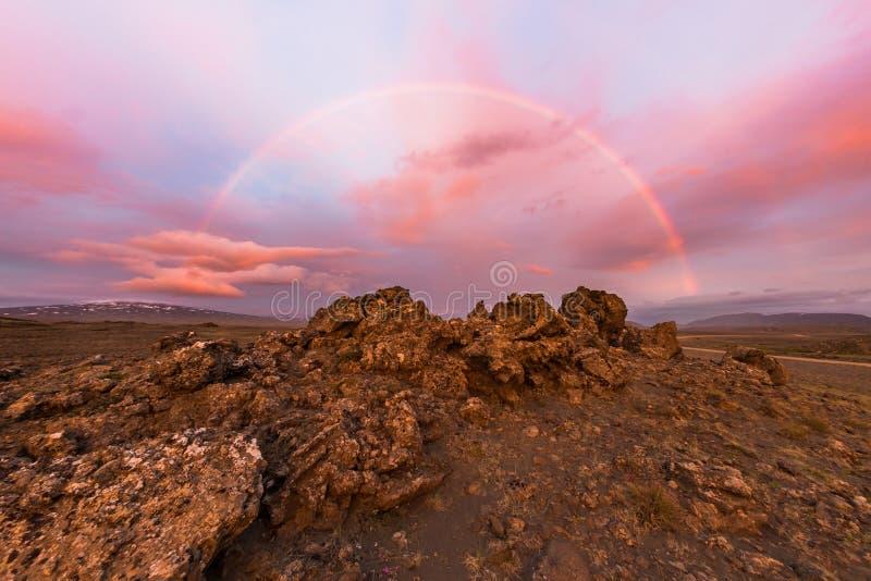 Arcobaleno di mezzanotte, valle di Kaldidalur, Islanda fotografia stock libera da diritti