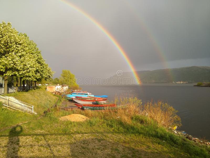 Arcobaleno e Tween scura fotografia stock libera da diritti