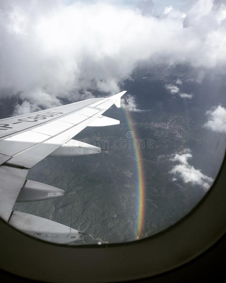 Arcobaleno mentre su un volo immagine stock
