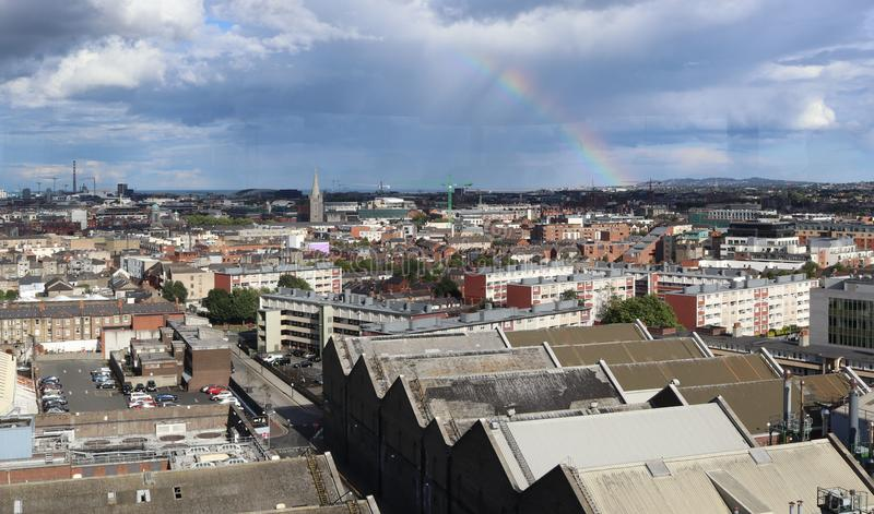 Arcobaleno sopra Dublin Ireland 2 fotografie stock