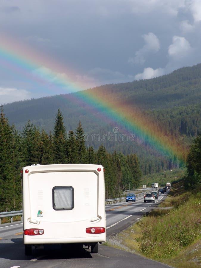 Arcobaleno sopra il caravan fotografia stock libera da diritti