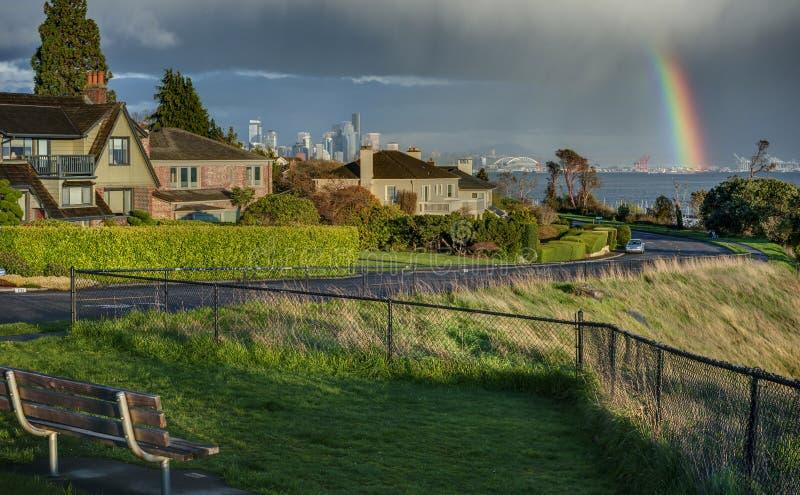 Arcobaleno sopra Seattle e Puget Sound immagini stock