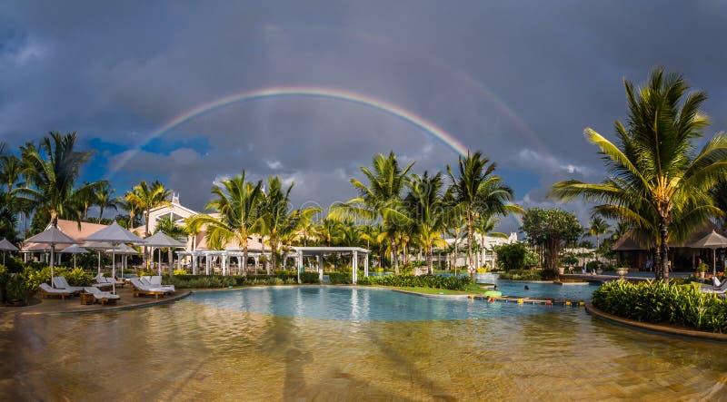 Arcobaleno sopra Sugar Beach Mauritius fotografia stock libera da diritti