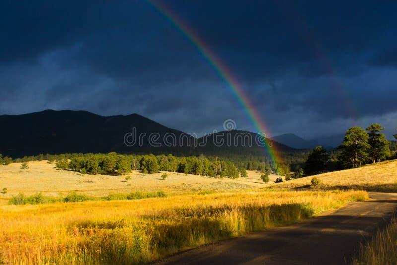 Arcos-íris da montanha fotos de stock royalty free