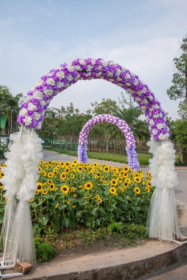 Arcos De La Flor De La Boda En El Jardín De Las Flores Del Mundo ...