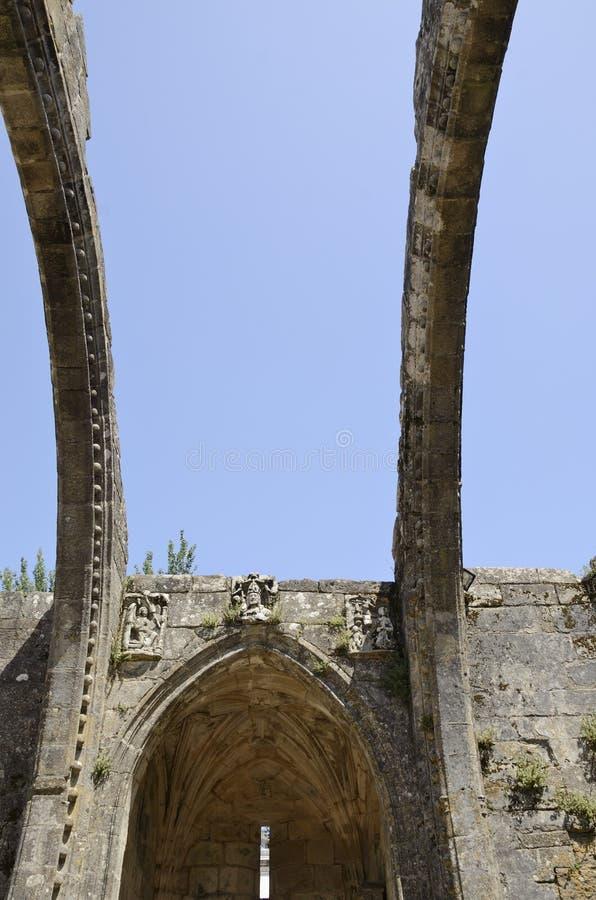 Arcos de la iglesia en ruinas foto de archivo libre de regalías