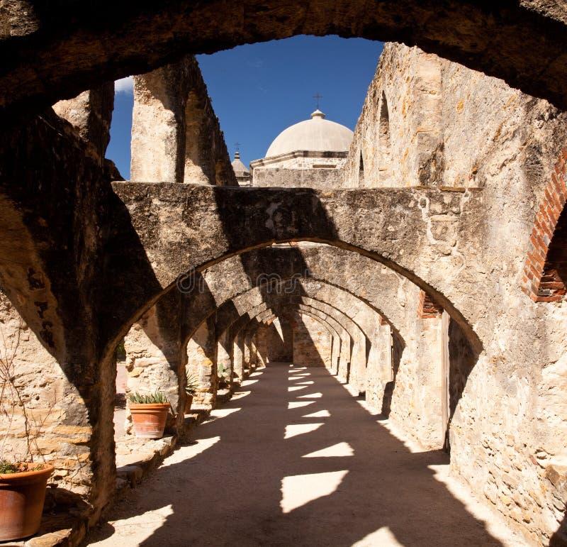 Arcos de la misión de San enero cerca de San Antonio imagen de archivo libre de regalías