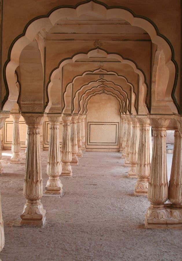 Arcos de mármol simétricos imagen de archivo