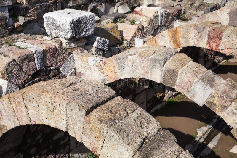 Arcos de pedra Ruínas de Smyrna antigo izmir imagem de stock