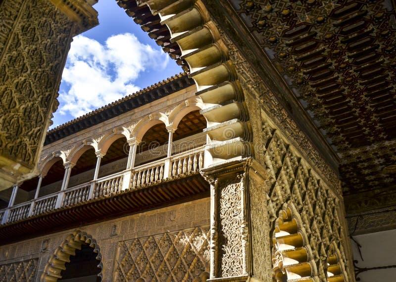 Arcos del Alcazar real de Sevilla, España imagen de archivo libre de regalías