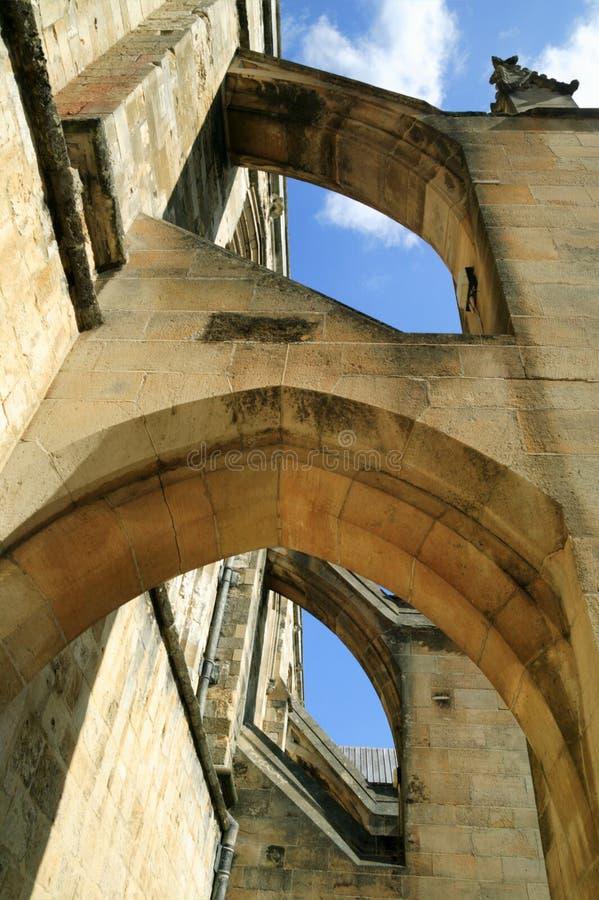 Arcos del contrafuerte de la catedral de Winchester fotos de archivo
