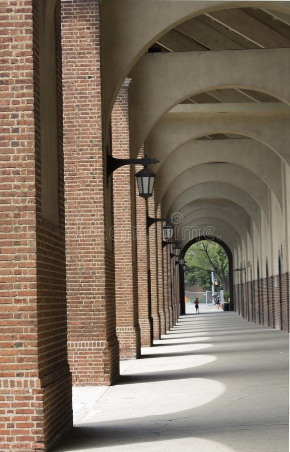 Arcos del edificio de ladrillo imagen de archivo libre de regalías