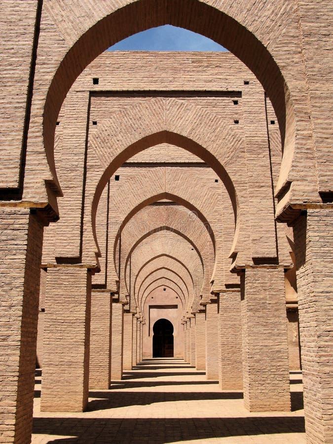Download Arcos em uma mesquita foto de stock. Imagem de mosque - 10057406