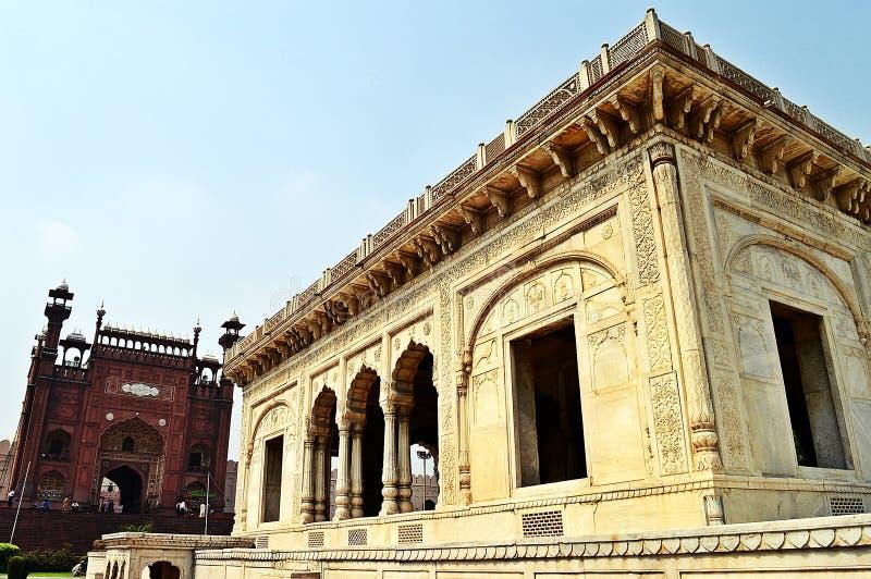 12 arcos na frente do rei Mosque Lahore Pakistan fotografia de stock royalty free