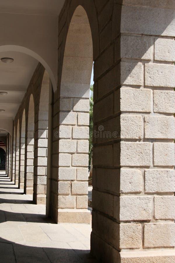 Arcos no campus universitário de Xiamen, China do sudeste foto de stock