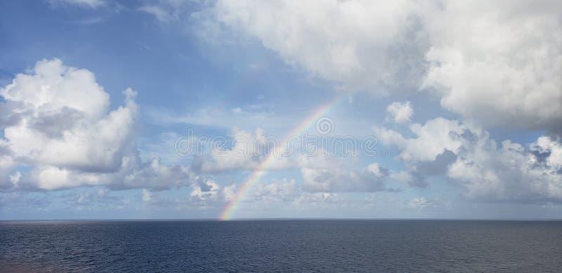 Arcs-en-ciel d'eau libre images libres de droits