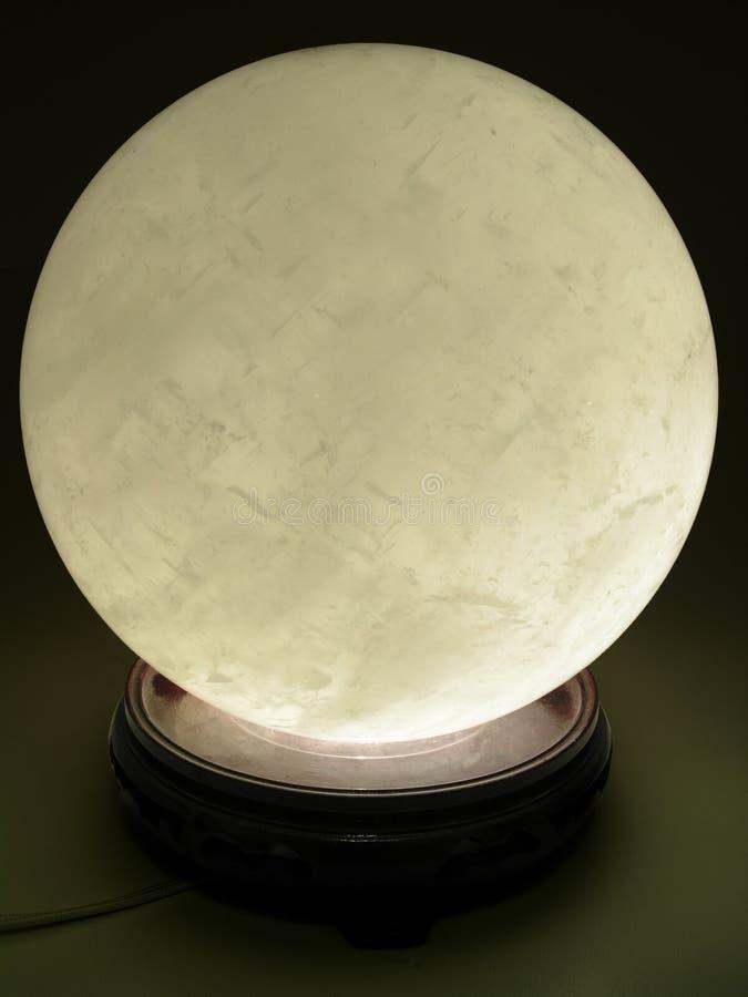 Ardore della sfera di cristallo fotografia stock