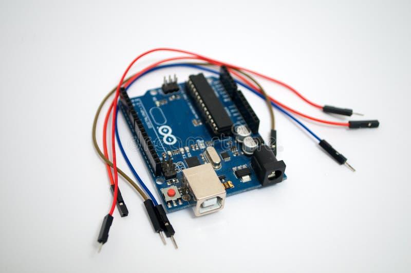 Arduino e em torno de fio listado foto de stock