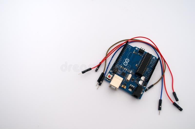 Arduino och runt om listad tråd royaltyfria bilder