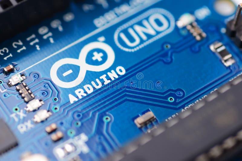 Arduino UNO mikrokontroller fotografering för bildbyråer