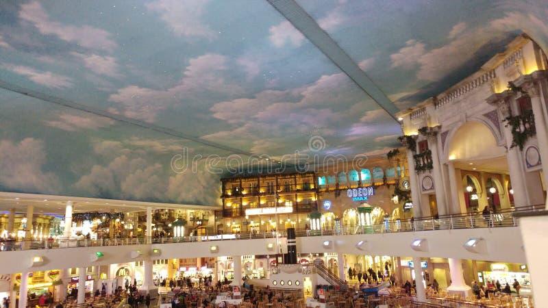 Area dei ristoranti in un centro commerciale fotografia stock libera da diritti