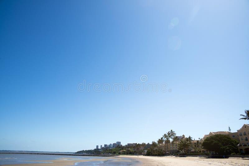Area della spiaggia della città di Maputo con acqua pulita fotografia stock libera da diritti