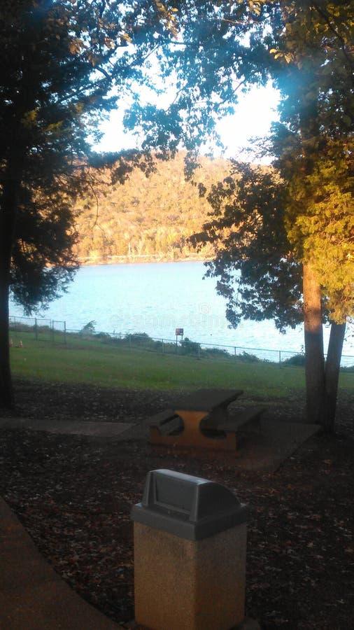 Area di riposo sul lago nel Tennessee orientale fotografia stock libera da diritti