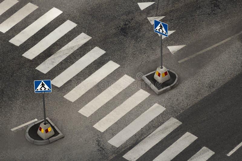 Area e segnali stradali pedonali vuoti immagini stock