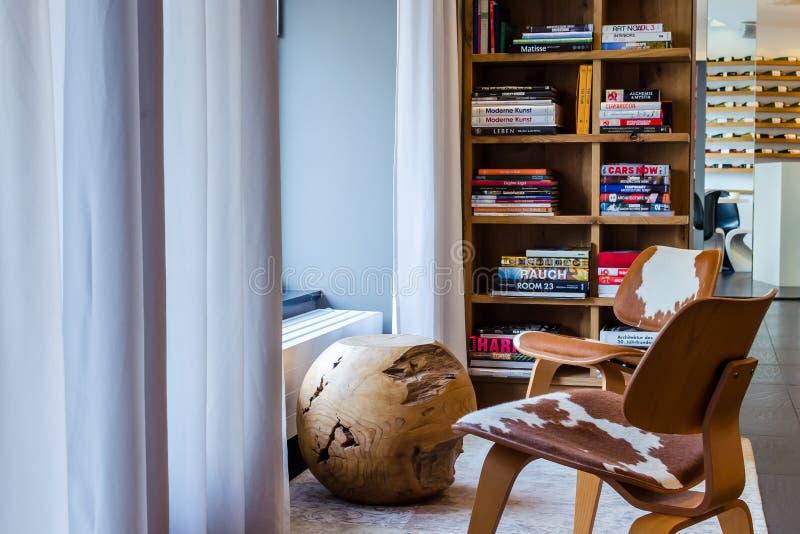 Area moderna del salotto in SIR F k Hotel Berli di Savigny immagini stock