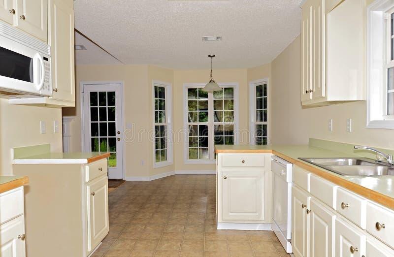Area pranzante della piccola cucina fotografia stock